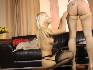 British milf pussylicked and fingered by les