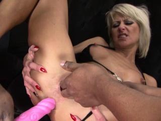 Sexy milf hard pussy fucking in interracial threesome