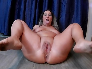 Wet and Messy Mommy, Pee, Squirt, MILF