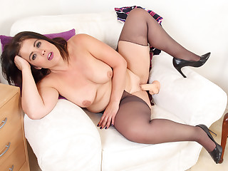 Curvy and Spanish milf Montse Swinger dildos craving cunt