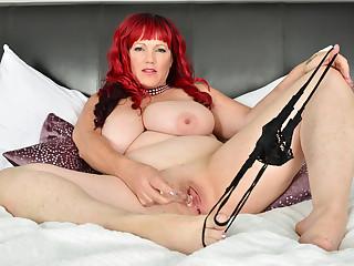Canadian BBW milf Roxee Robinson will make your cock hard