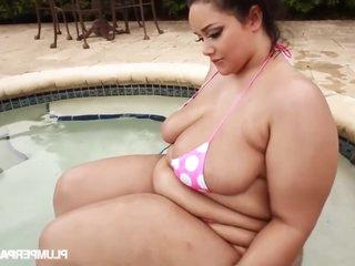 Poolside Plumpin