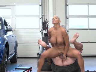RIM4K. Short-haired lady comes to tired pal and helps