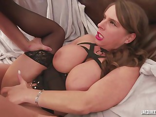 Big ass woman, Susi is getting doublefucked in the ass and enjoying it a lot
