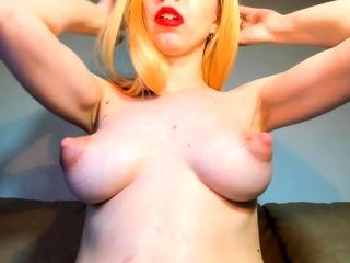 Horny Redhead Masturbates Her Pussy Close Up
