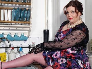Naughty British Mature Bbw Playing With Herself - MatureNL