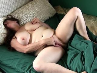 BBW gilf Lisa from the US craves a long lasting orgasm