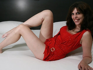 Horny Housewife Loves Her Dildo And Shows Off Her Hot Dancing Skills - MatureNL