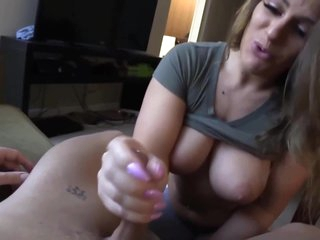 Creampied Cheating Full-breasted Mom Neighbor
