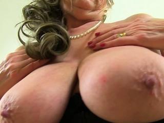 Senior secretary Zadi fingers her old pussy